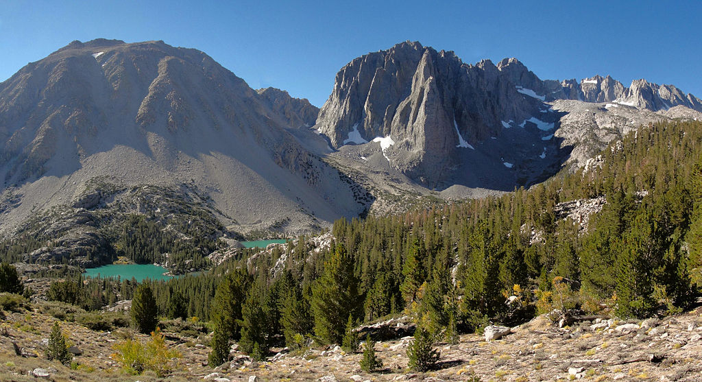 1024px-Mount_Alice_and_Temple_Crag_in_the_Sierra_Nevada_(U.S.)