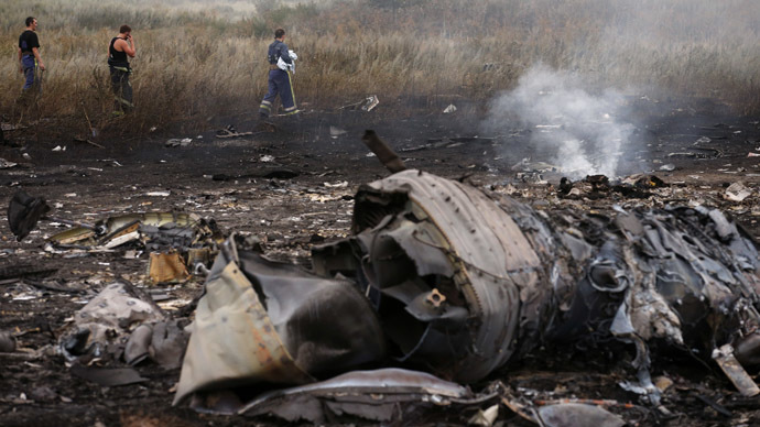 Emergencies Ministry members walk at the site of a Malaysia Airlines Boeing 777 plane crash, MH17, near the settlement of Grabovo in the Donetsk region, July 17, 2014. (Reuters / Maxim Zmeyev)