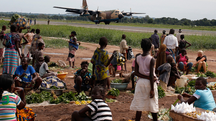 A military plane lands next to a camp for internally displaced people (IDPs), located at Bangui International Airport. (Reuters / Goran Tomasevic)