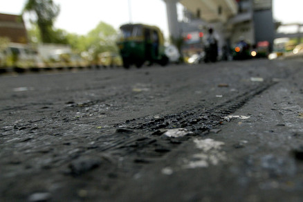 road-melting-heat-delhi