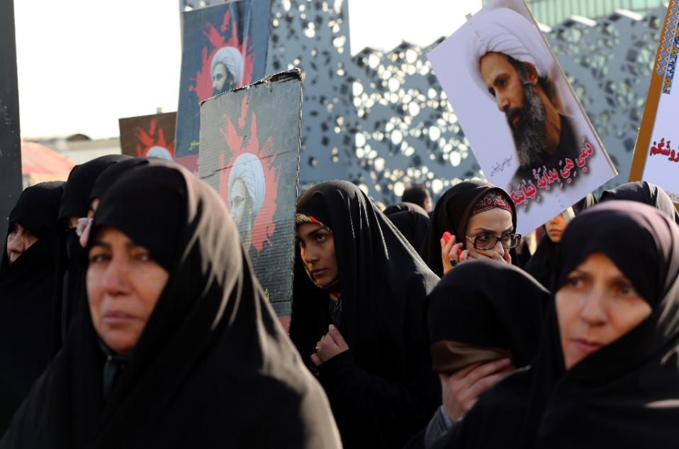 Iranian women demonstrate in Tehran against the execution of prominent Shiite Muslim cleric Nimr al-Nimr by Saudi authorities, on January 4, 2016 (AFP Photo/Atta Kenare)