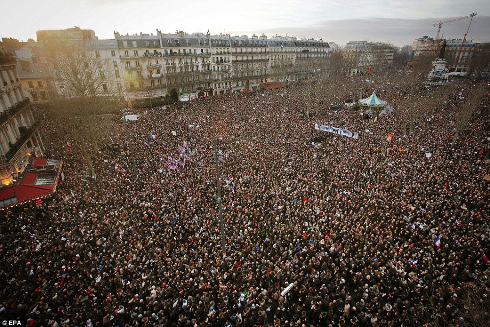 Thuir France  city photos gallery : French Citizens Rise Up In Their Millions To Protest Ruling Elite ...