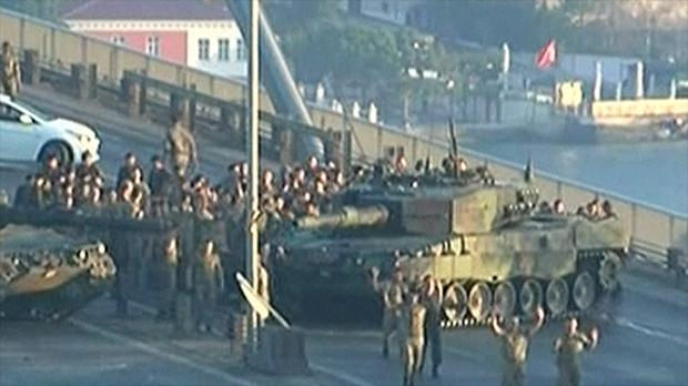 Turkey Coup: Soldiers surrender on Bosporus bridge in Istanbul