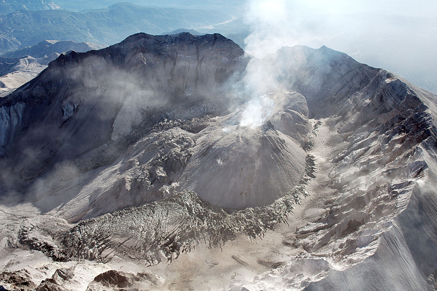 the mount st helen and mount pinatubo volcano eruptionss Mount pinatubo is part of a chain of volcanoes along the luzon arc on the west coast of the main island of the philippines, luzon, created by subduction action of tectonic plates similar to.